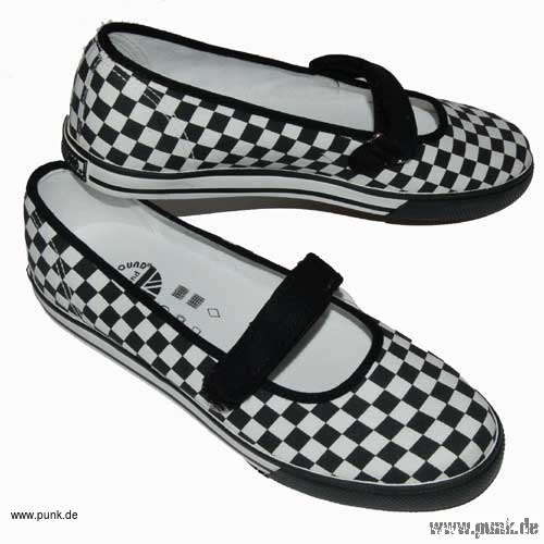 Black and white chess check pumps